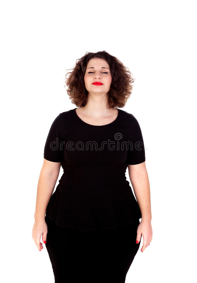 Muchacha curvy hermosa con el vestido negro y los labios rojos que cierran su e foto de archivo