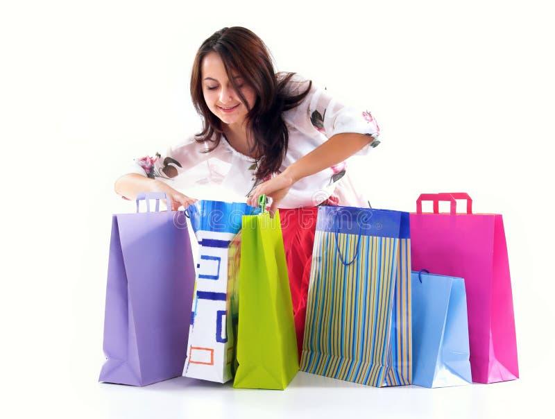 Muchacha de compras feliz imagen de archivo