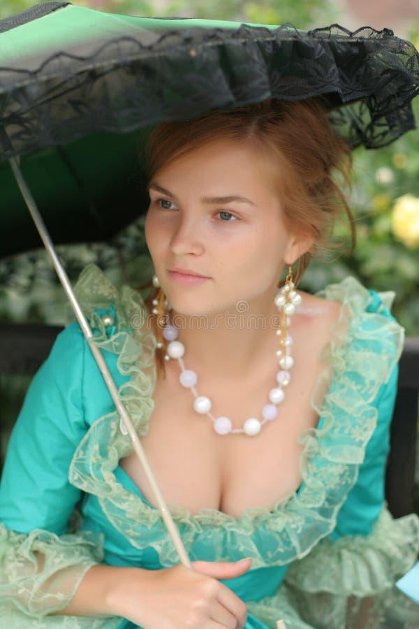 Muchacha de la alta sociedad con el umbrell foto de archivo libre de regalías
