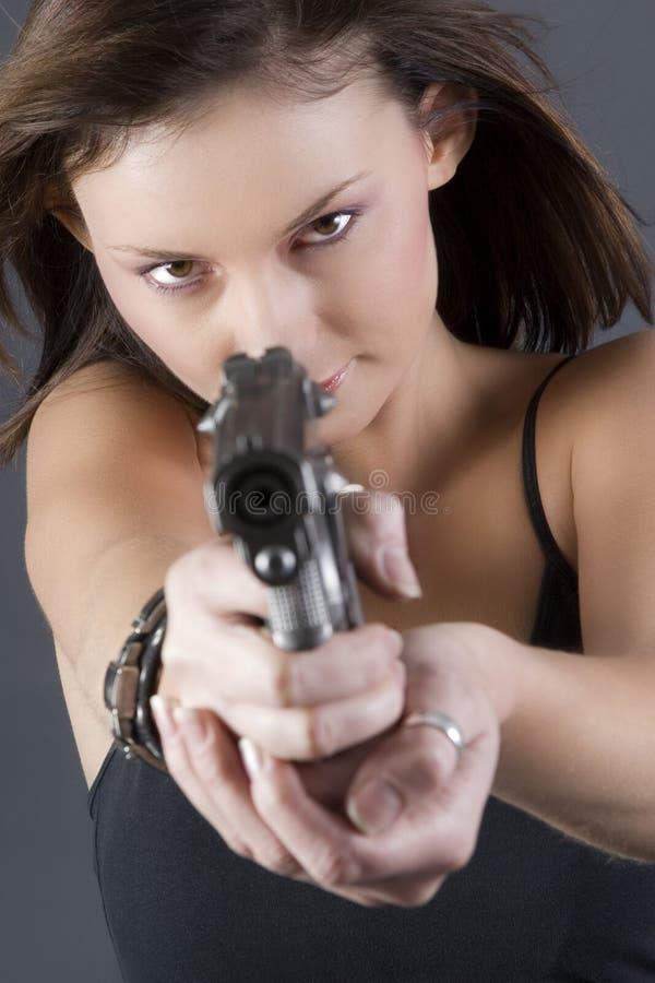 Muchacha de la arma de mano imagenes de archivo