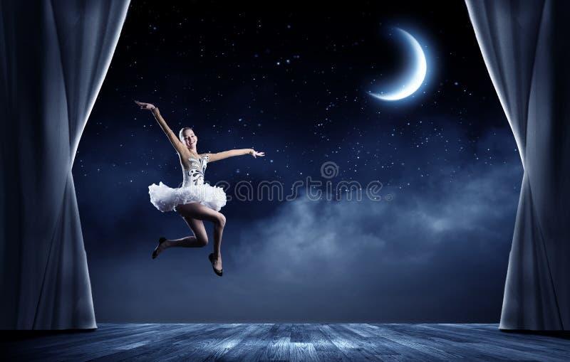 Muchacha de la bailarina imagenes de archivo