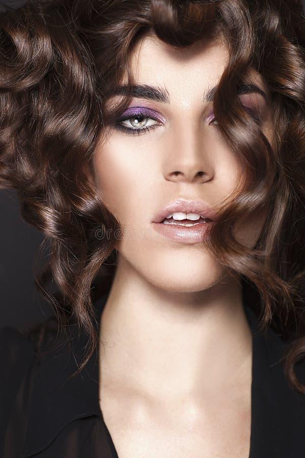 Muchacha de la belleza de la moda. Retrato magnífico de la mujer. fotos de archivo libres de regalías