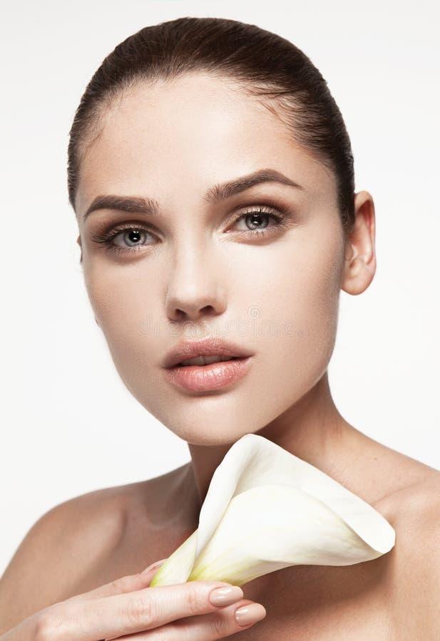 Muchacha de la belleza Mujer joven hermosa con la piel limpia fresca foto de archivo