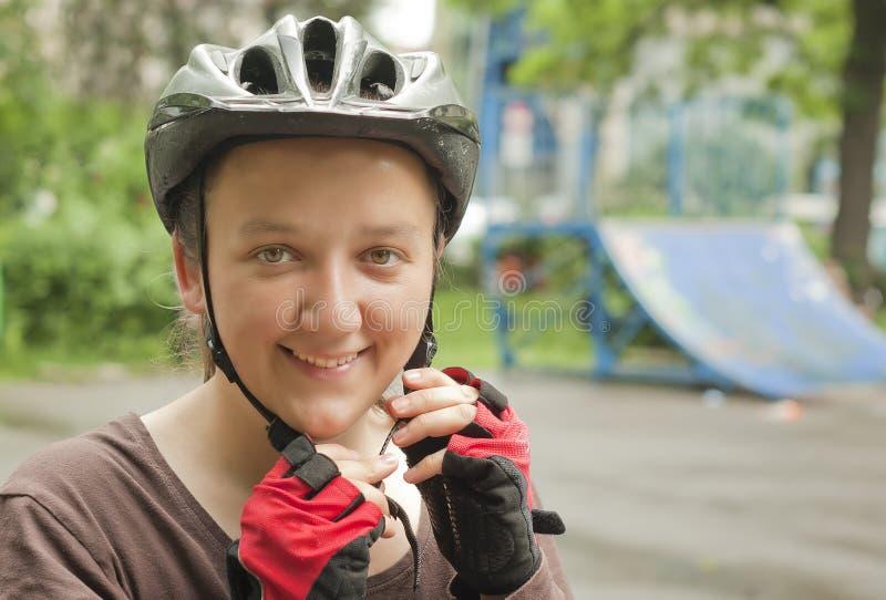 Muchacha de la bici fotos de archivo libres de regalías