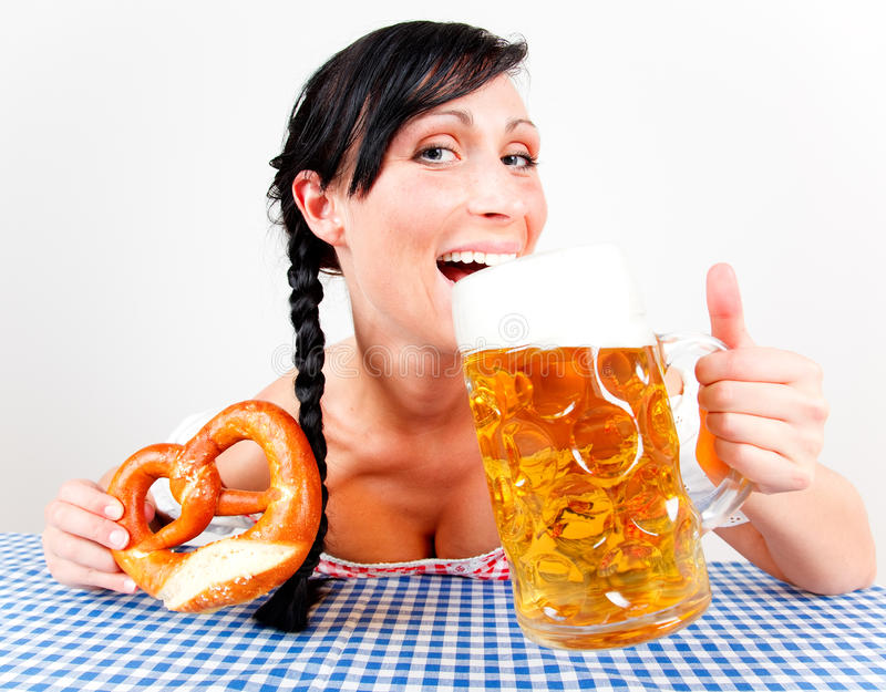 Muchacha de la cerveza de Oktoberfest imagenes de archivo