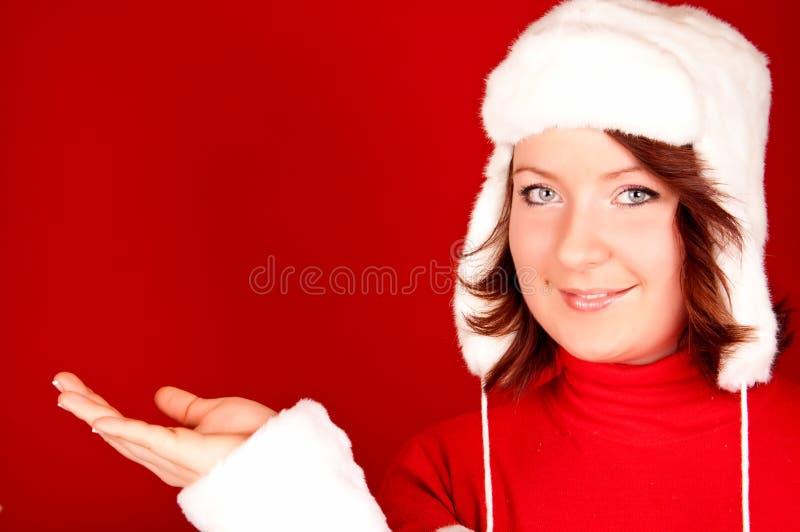 Muchacha de la Navidad que presenta el producto fotos de archivo libres de regalías