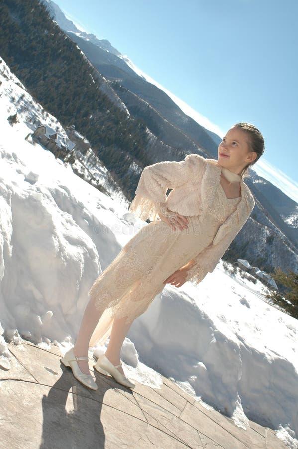 Muchacha de la nieve de la montaña fotos de archivo libres de regalías