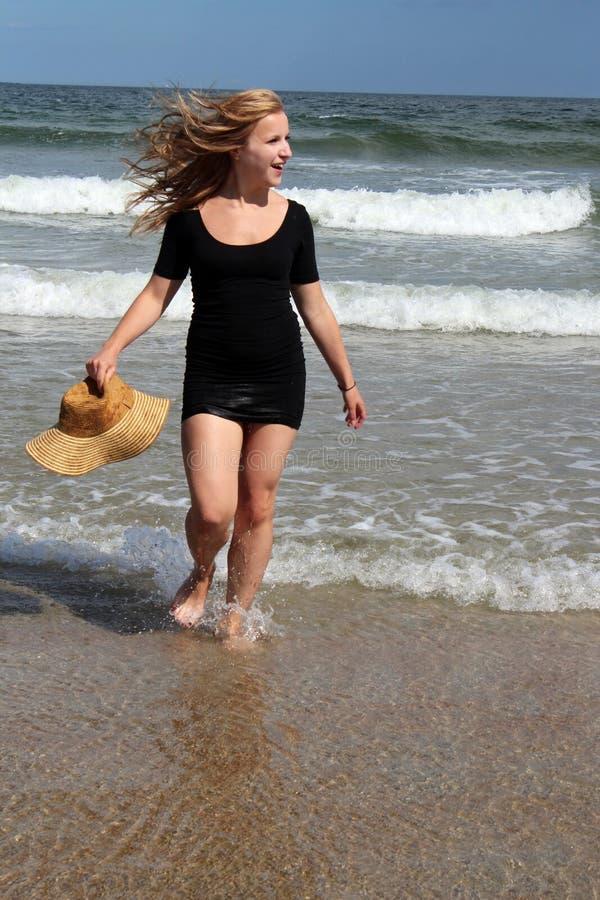 Muchacha de la playa imagenes de archivo