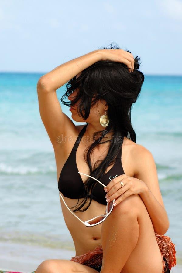 Muchacha De La Playa De Las Gafas De Sol De La Moda Foto De Archivo Gratis