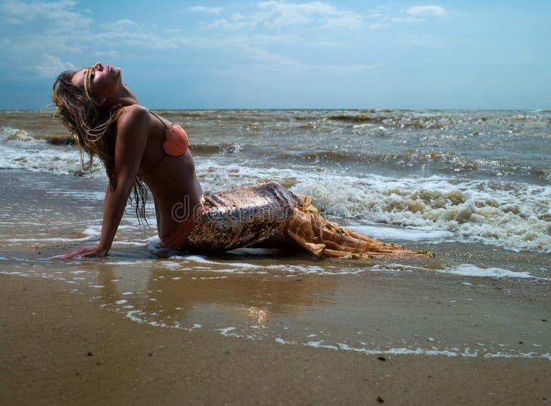 Muchacha de la sirena imagenes de archivo
