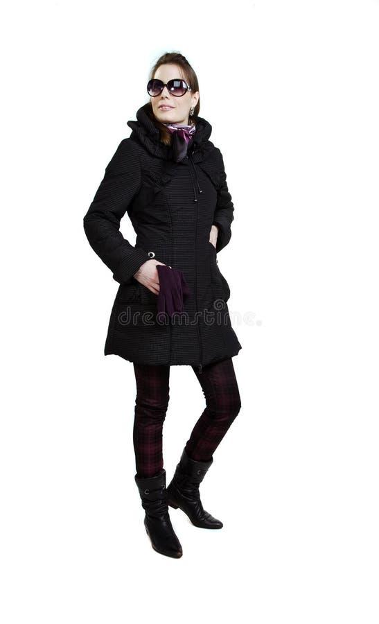 Muchacha de moda en una capa del otoño foto de archivo libre de regalías