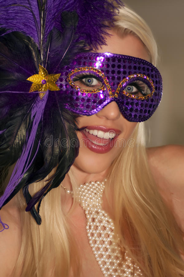 Muchacha de partido enmascarada de la mascarada del carnaval fotos de archivo libres de regalías