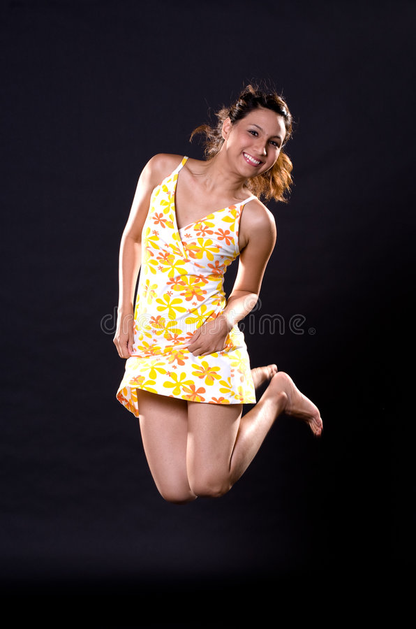Muchacha de salto feliz fotografía de archivo libre de regalías