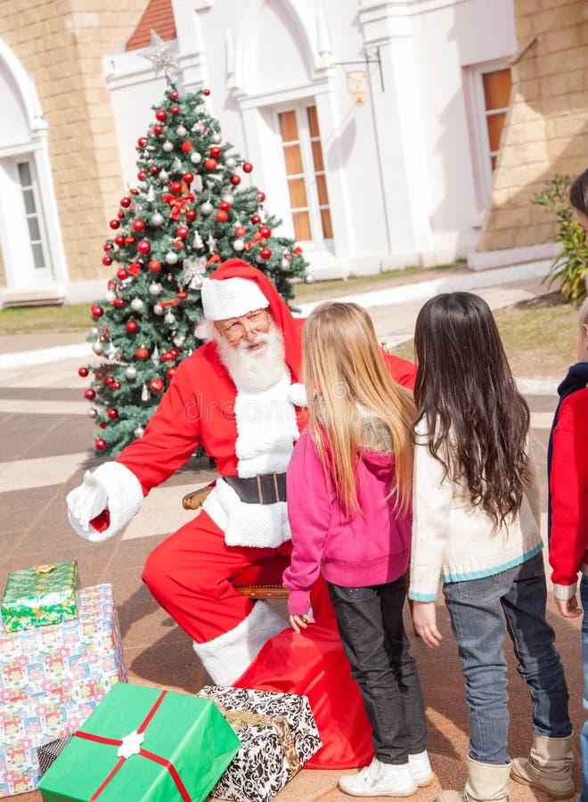 Muchacha de Santa Claus Gesturing While Looking At fotografía de archivo libre de regalías