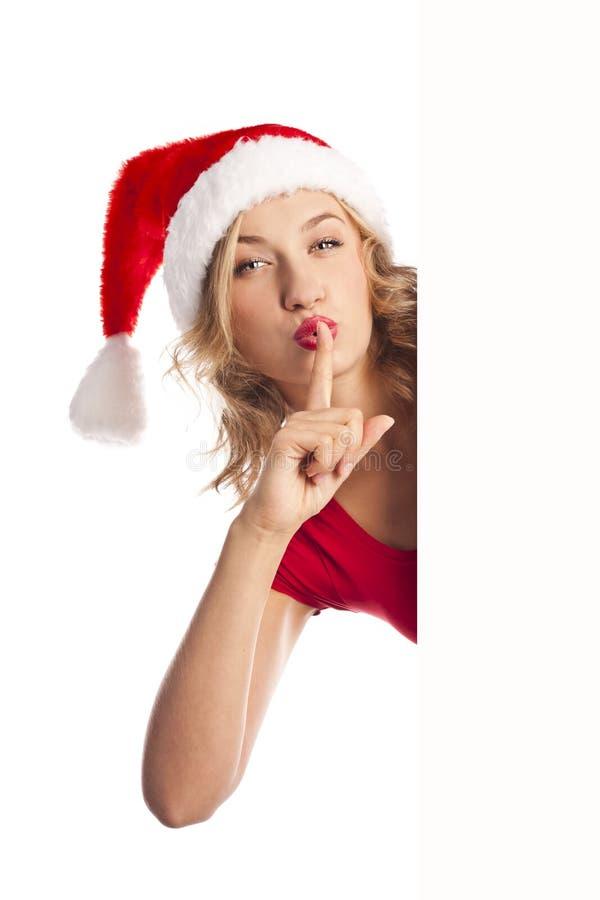 Muchacha de Santa que lleva a cabo a la tarjeta en blanco, aislada en blanco foto de archivo libre de regalías