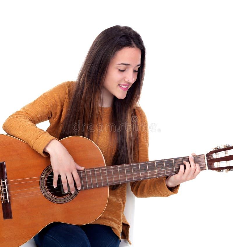 Muchacha del adolescente que toca una guitarra fotografía de archivo libre de regalías