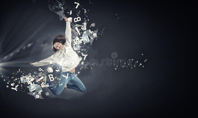 Muchacha del bailarín en salto imágenes de archivo libres de regalías
