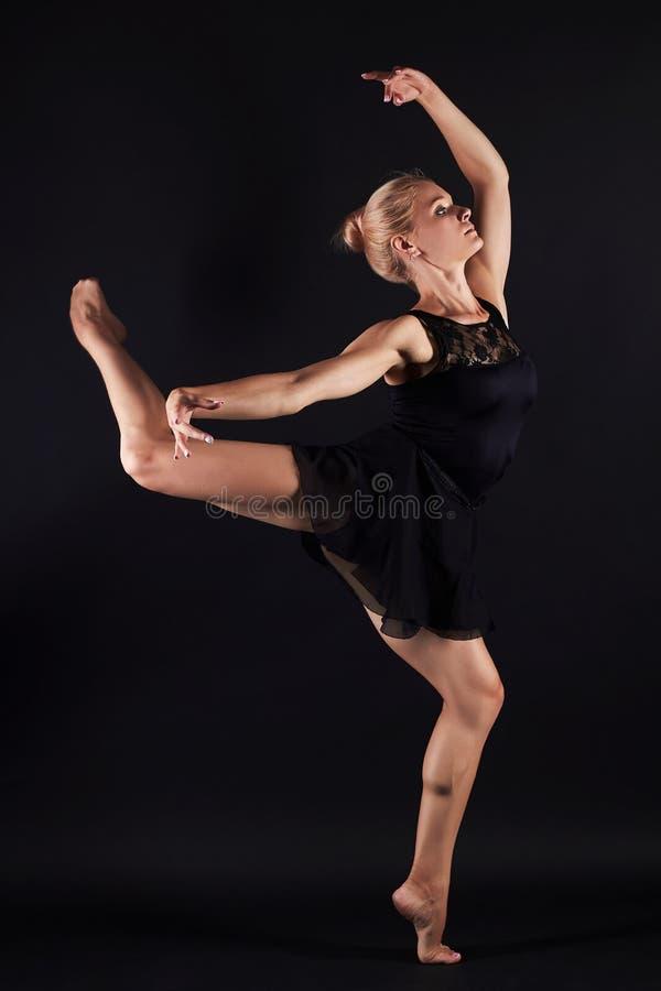 Muchacha del ballet del baile mujer joven del gimnasta de la belleza fotos de archivo libres de regalías