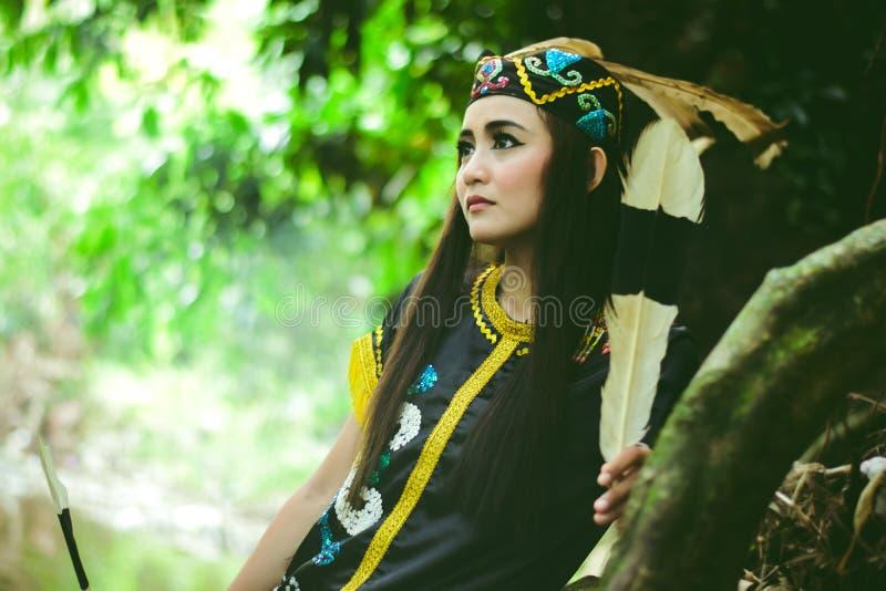 Muchacha del Dayak, de la selva del sur de Borneo fotografía de archivo libre de regalías