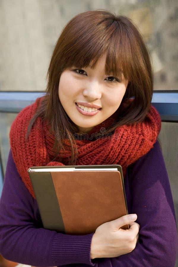 Muchacha del estudiante universitario fotos de archivo