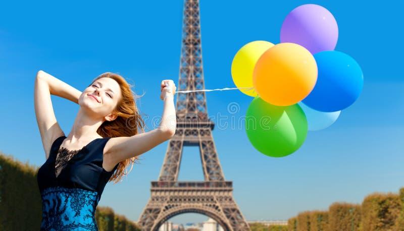 Muchacha del pelirrojo con los globos del color fotos de archivo libres de regalías