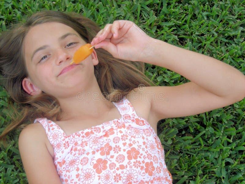 Muchacha del Popsicle imagen de archivo libre de regalías