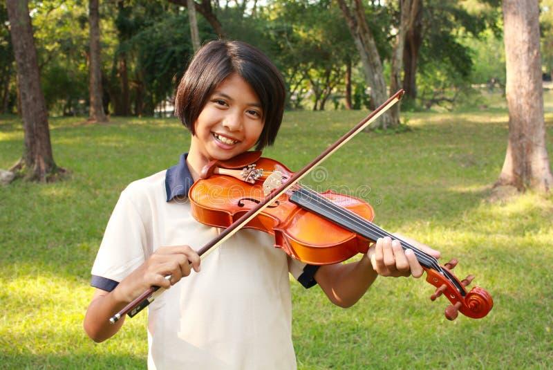Muchacha del violín imagenes de archivo