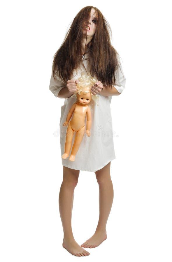 Muchacha del zombi con la muñeca aislada fotos de archivo libres de regalías