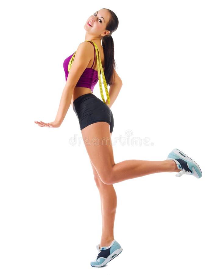 Muchacha deportiva joven con la cinta del centímetro foto de archivo