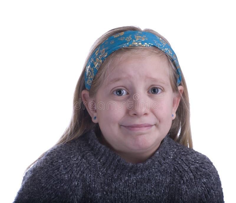 Muchacha desconcertada en un suéter gris imagenes de archivo
