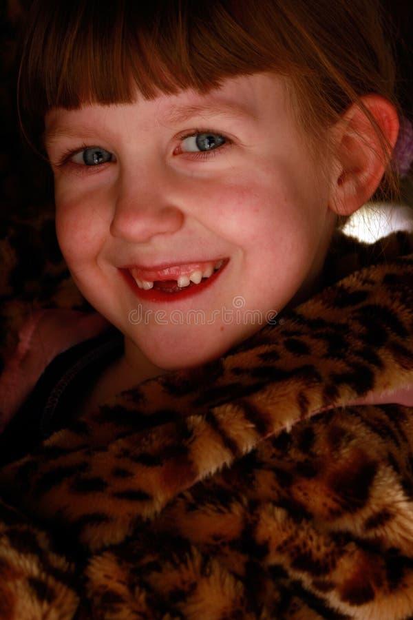 Muchacha desdentada de la sonrisa fotos de archivo