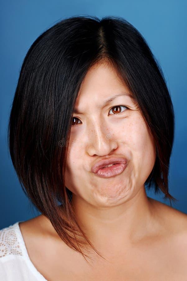 Muchacha divertida del chino de la cara foto de archivo