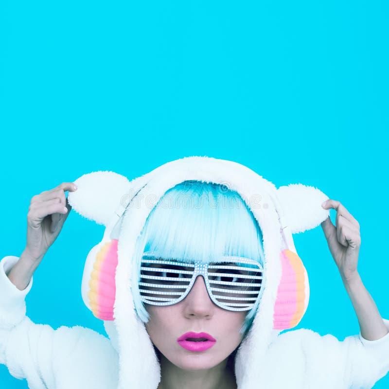 Muchacha DJ Partido loco del invierno Estilo de la danza del club imagenes de archivo