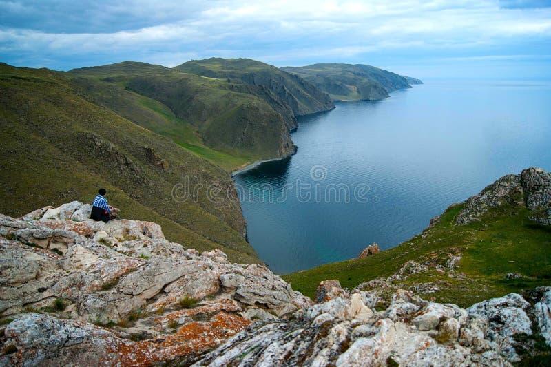 Muchacha el lago Baikal fotos de archivo libres de regalías
