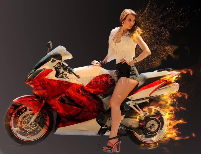 Muchacha elegante en la motocicleta roja moderna fotos de archivo libres de regalías