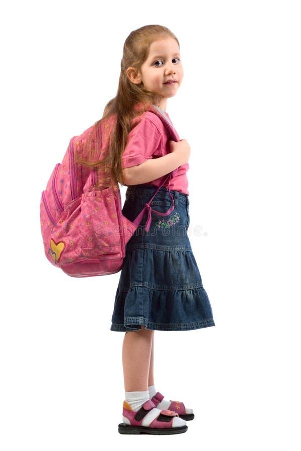 Muchacha elemental muy joven de la edad con el morral rosado foto de archivo libre de regalías