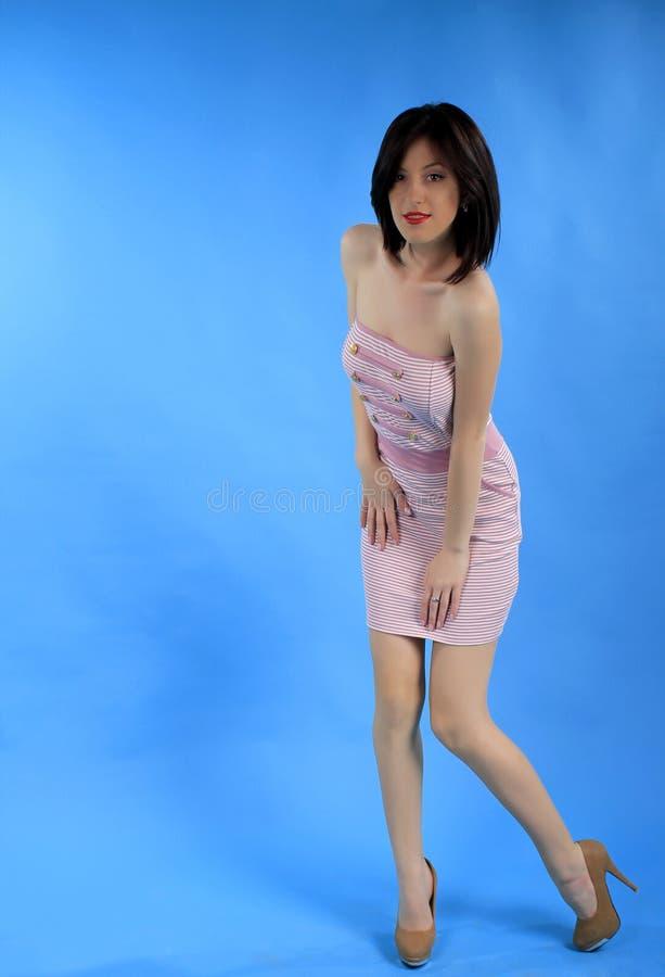 Muchacha en alineada atractiva rosada foto de archivo