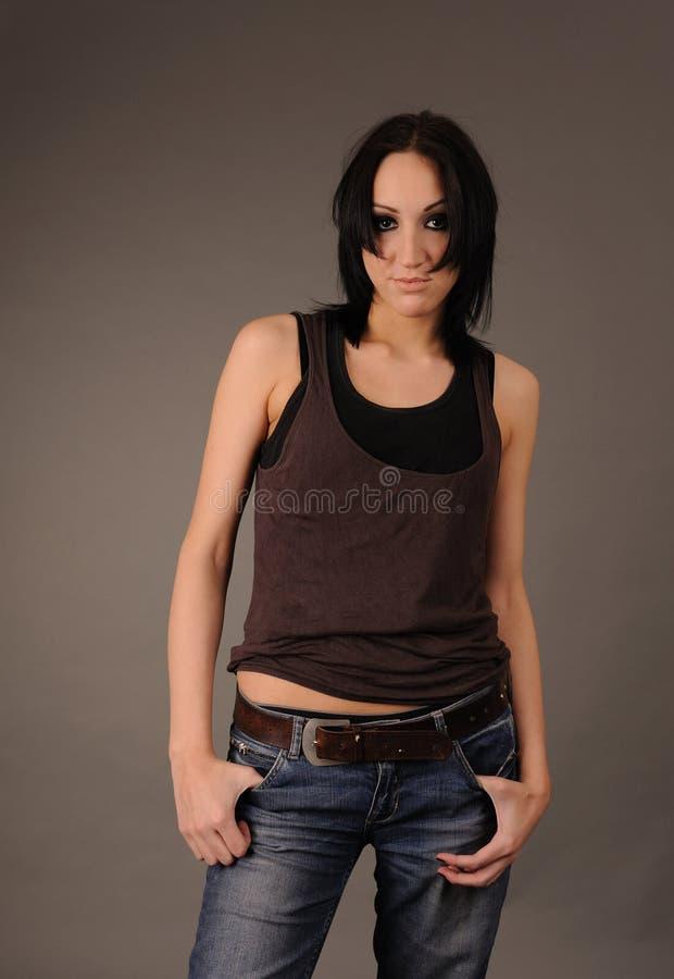 Muchacha en camisa y pantalones vaqueros rumpled. foto de archivo libre de regalías