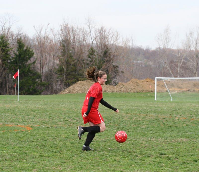 Muchacha en el campo de fútbol 14 fotografía de archivo