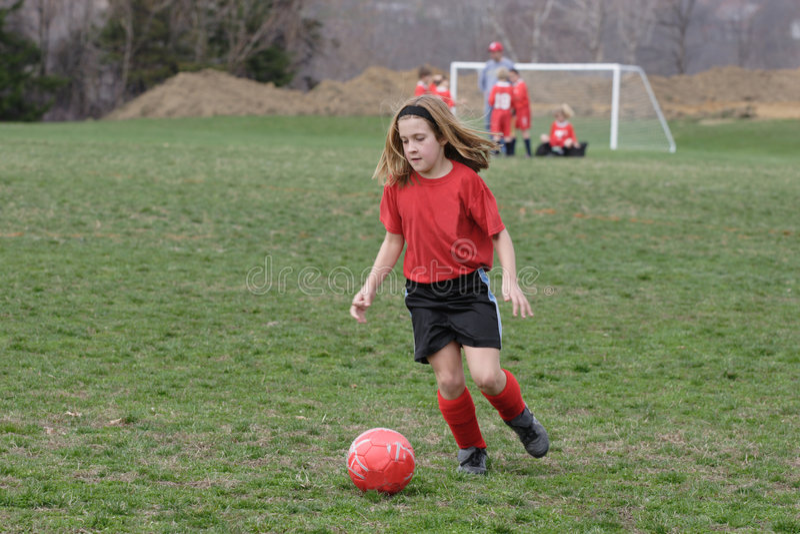 Muchacha en el campo de fútbol 16 fotografía de archivo libre de regalías