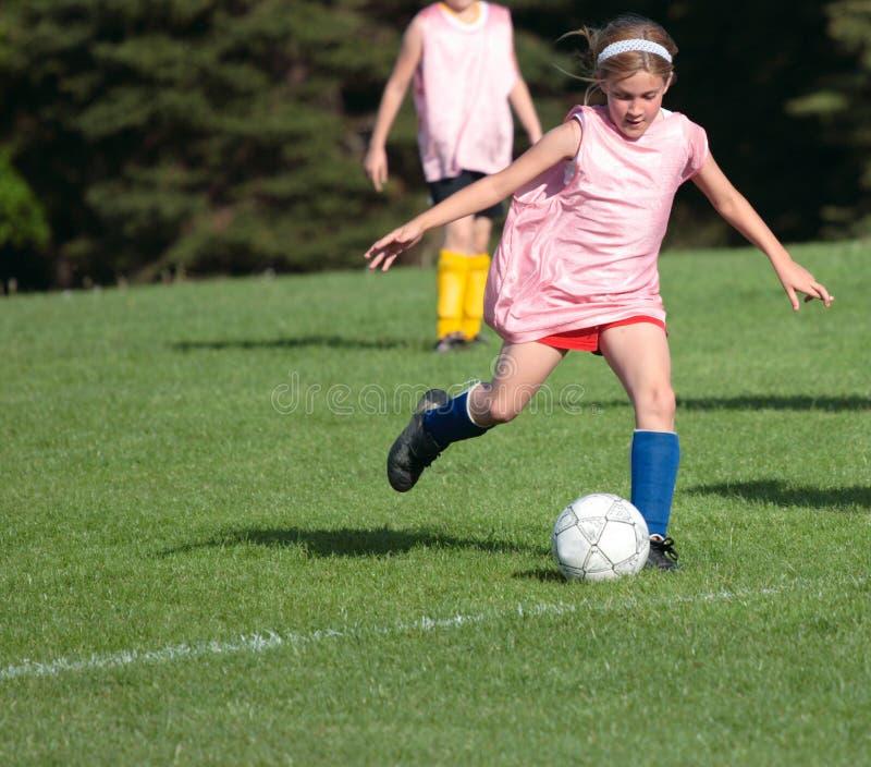 Muchacha en el campo de fútbol 1A fotografía de archivo