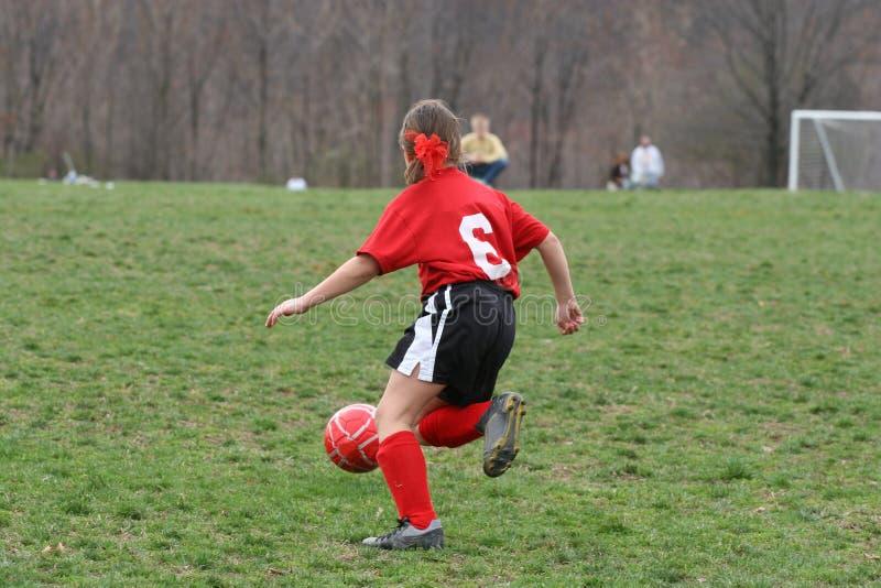 Muchacha en el campo de fútbol 6 foto de archivo