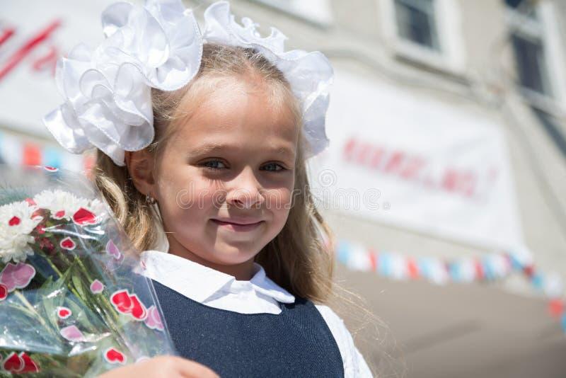 Muchacha en el primer día de escuela fotos de archivo libres de regalías