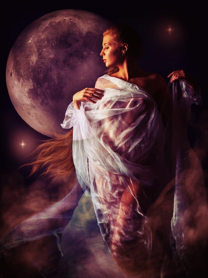 Muchacha en el resplandor sangriento de la luna imagen de archivo libre de regalías