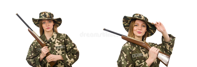 Muchacha en el uniforme militar que sostiene el arma aislado en blanco fotos de archivo