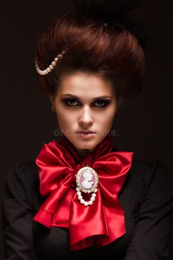 Muchacha en estilo gótico del arte con maquillaje creativo Imagen para Halloween fotografía de archivo