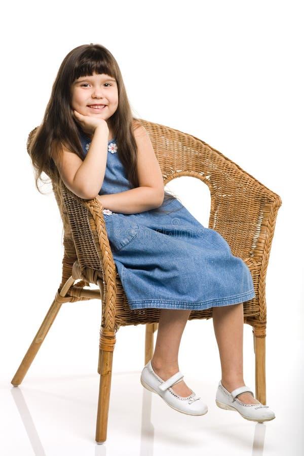 Muchacha en la silla fotografía de archivo