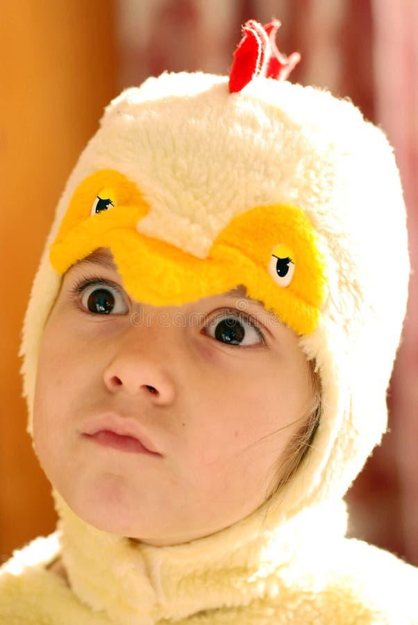 Muchacha en ropa del pollo fotografía de archivo libre de regalías