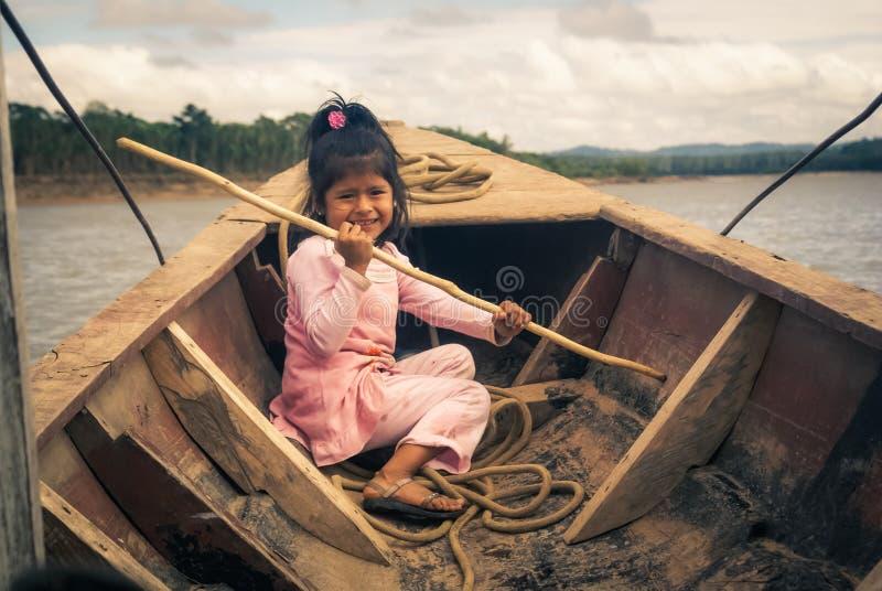 Muchacha en rosa en Bolivia imagenes de archivo