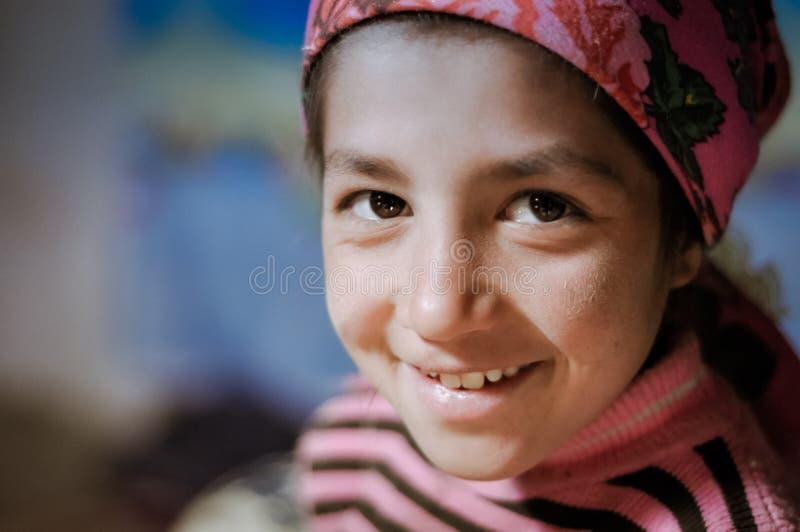 Muchacha en rosa en Tayikistán fotos de archivo